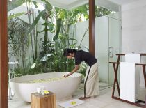 Villa Asante, Guest Bathroom