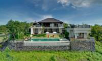 4 Bedrooms Villa Aiko in Jimbaran