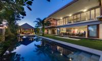 4 Bedrooms Villa Bendega Rato in Canggu