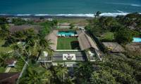 11 Bedrooms Villa Seseh Beach Villas in Canggu