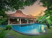 Villa Des Indes I, Pool at sunset